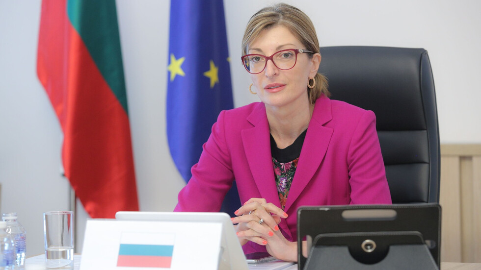 The foreign minister answered questions at the Parliament