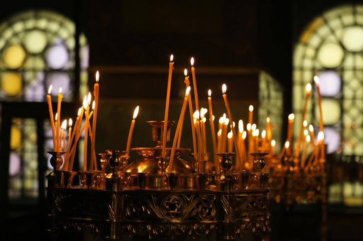 църква вяра свещи молитва