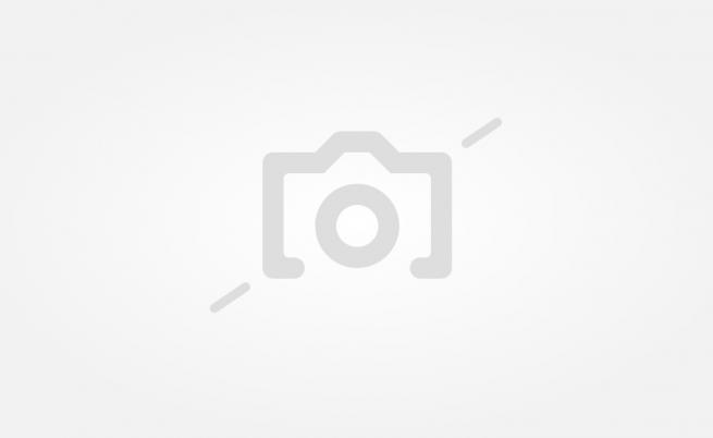 50 кг плоча се откърти от фасадата на общината в Благоевград