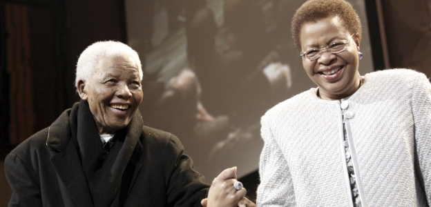 Мандела заедно със съпругата си Граса Машел